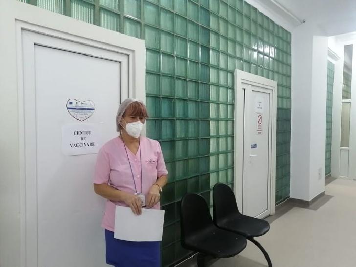 Vaccinarea anti-covid va începe mâine şi în Prahova