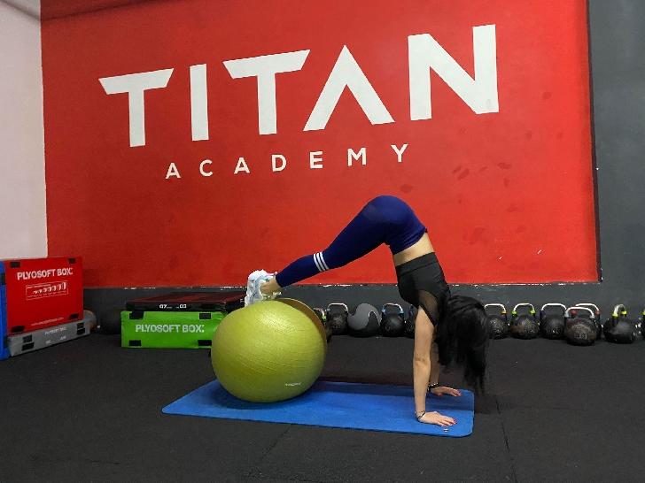 """EXCLUSIV. INTERVIU CU IOANA IVAN, kinoterapeut şi instructor aerobic."""" Ioana Ivan este o tipă dezinvoltă, ambiţioasa şi îşi dă silinţa să fie cea mai bună versiune a ei, zi de zi"""""""