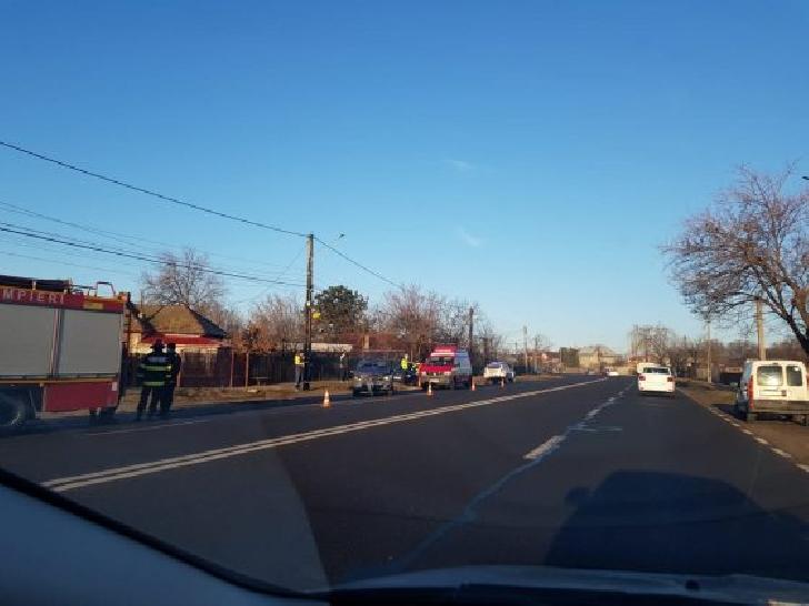 Accident rutier în Valea Călugărească, între o dubă şi un autoturism