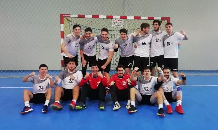 Echipa de handbal masculin,CSM Ploiesti a incheiat turul Diviziei A  cu o victorie în faţa Politehnicii Iaşi, scor 31-28
