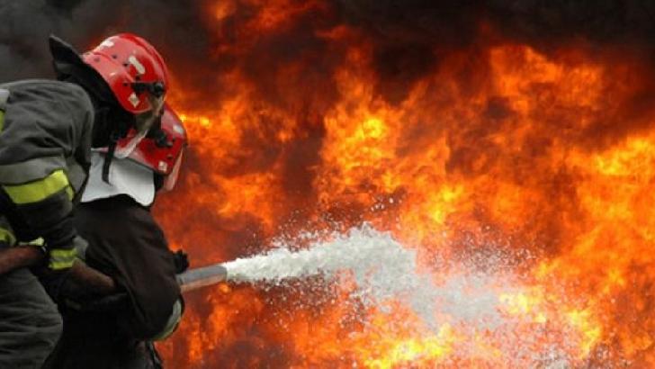 Incendiu violent, luni seară, la o fabrică de plăcuţe de frână din incinta parcului industrial privat Ploieşti West Park