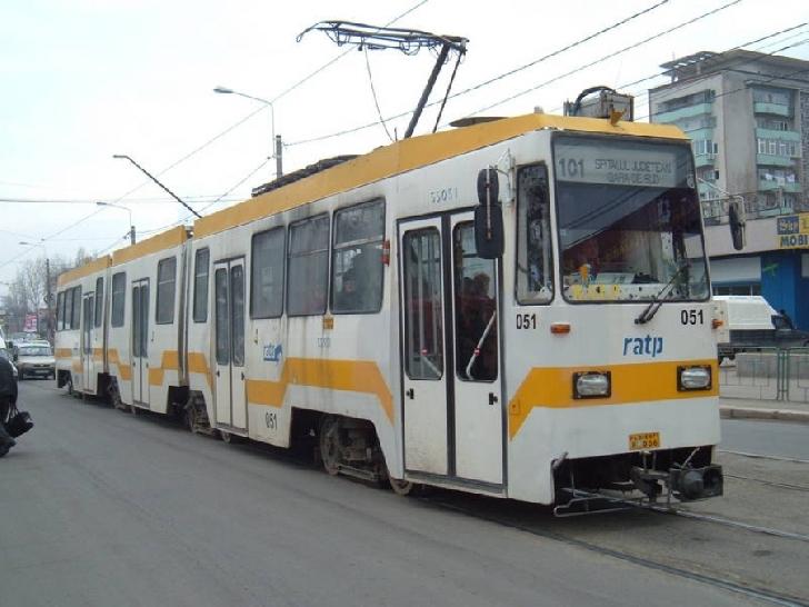 Călătorii tramvaiului 101 au fost evacuaţi după o problemă apărută la compartimentul motor
