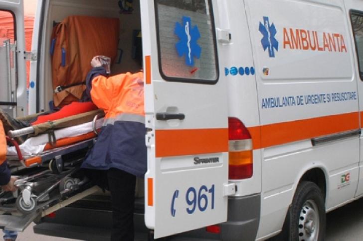 Accident rutier pe o stradă din Ploieşti. Un bărbat în vârstă de 80 ani a fost lovit de un autoturism