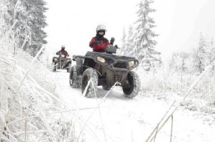 Un ATV s-a răsturnat pe un drum forestier din Sinaia