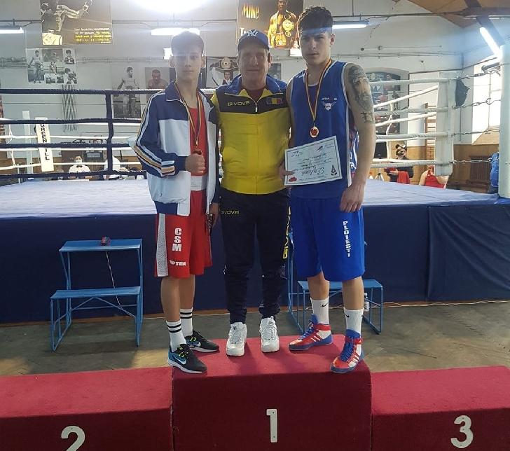 Boxerii Marian Ghinoiu şi Iulian Dumitrescu au obtinut  medalii de aur la Cupa României, de la Brăila