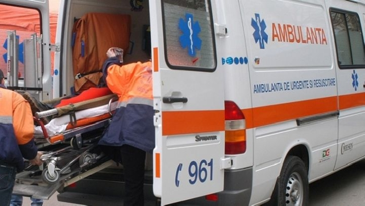 La Ditesti, comuna Filipeştii de Pădure, un şofer a surprins şi accidentat două femei