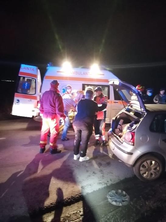 Accident rutier la intrarea în Urlaţi. 5 persoane au fost transportate la spital