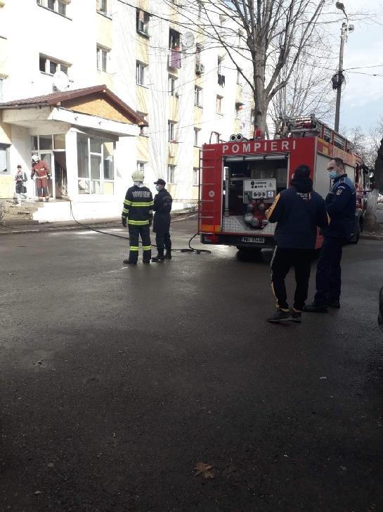 La Ploieşti, un bărbat a ameninţat că va provoca o explozie într-un bloc social (foto si video)