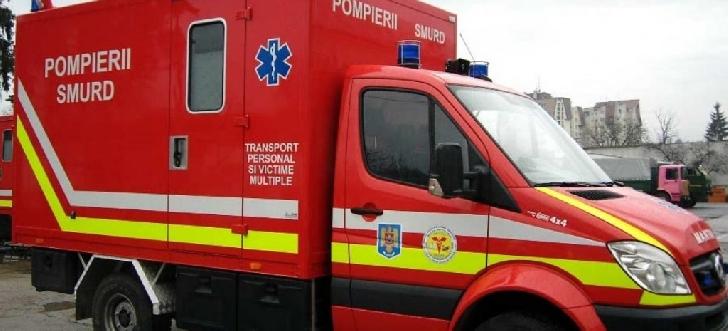 Accident rutier la Măneşti. Un microbuz a derapat în şanţ
