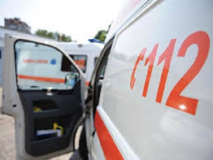 Accident rutier la Bălţeşti. Două persoane au fost transportate la spital pentru îngrijiri medicale