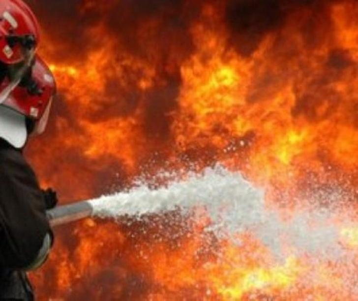Incendiu la clopotniţa bisericii din comuna Gura Vitioarei