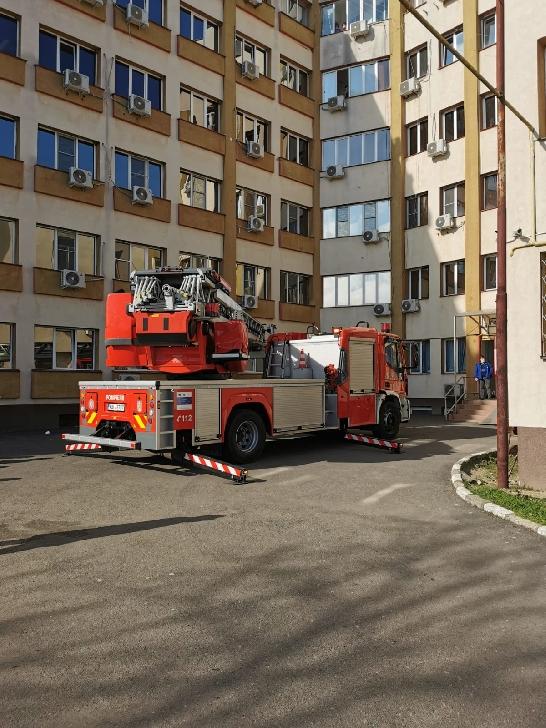 ISU Prahova a realizat un exerciţiu de simulare a unui incendiu la Spitalul Judeţean Ploieşti (video)