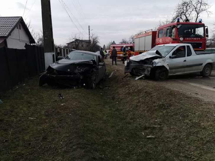 Accident rutier grav la Râfov. Două persoane au fost încarcerate