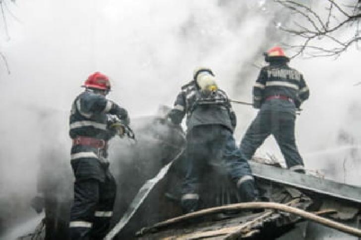 Incendiu la o casă particulară din comuna Măneciu. Nu au existat victime