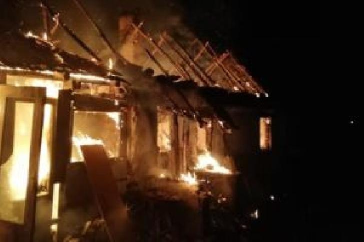 Incendiu la o fabrică de mobilă din Ploieşti, noaptea trecută