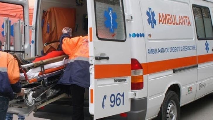 Un bărbat a fost acroşat cu oglinda unui autobuz, la Valea Călugărească