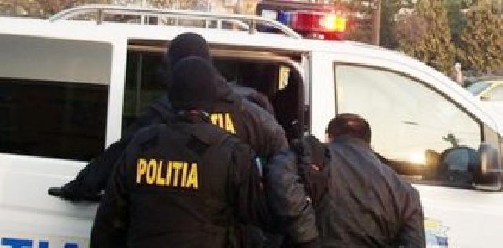 Şase persoane au fost reţinute, după un scandal dintr-un cartier ploieştean