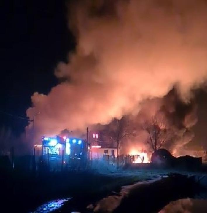Incendiu violent la o staţie de prelucrare a produselor petroliere şi uleiuri în comuna Colceag (video)