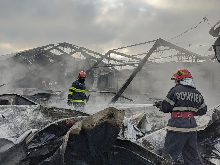 Incendiu la un cort de evenimente din Targsorul Vechi (video)