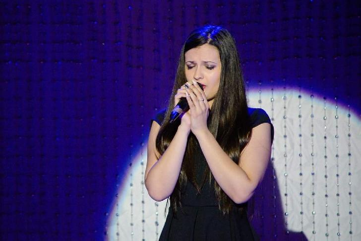 """Monica Apostol,actriţă şi solistă vocală a Teatrului Studenţesc """"MOFT"""" al C.C.S.,detine un CV impresionant (foto si video)"""