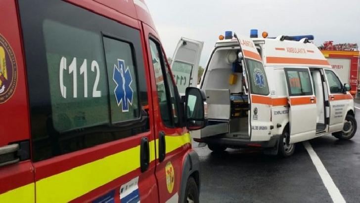 Accident rutier intre un autoturism si autobuz, la Ariceştii Rahtivani