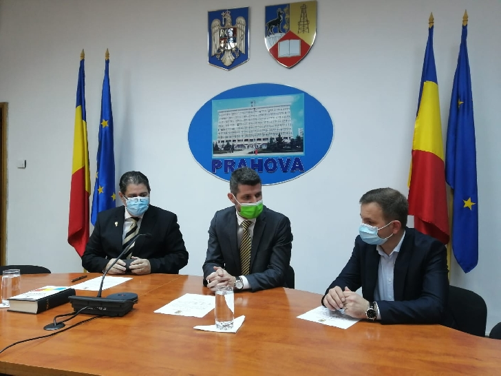 Prefectura judeţului Prahova. Prefectul şi cei doi noi subprefecţi au depus jurământul
