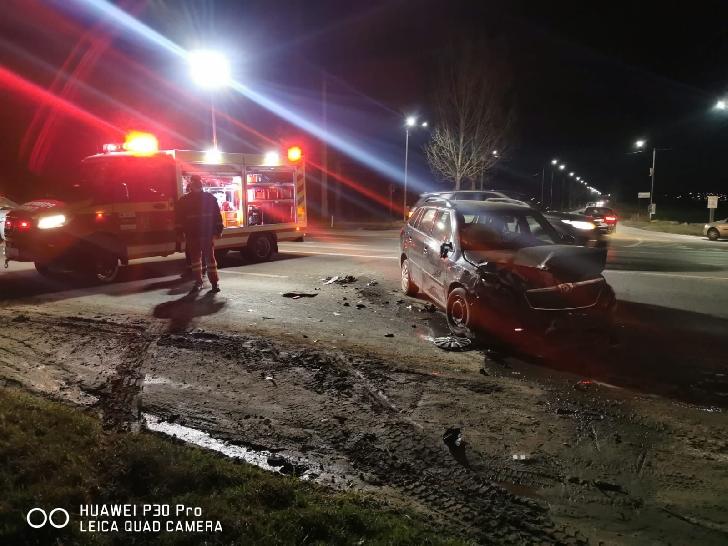 Accident rutier  in apropiere de Păuleşti. Două persoane au fost transportate la spital (foto si video)