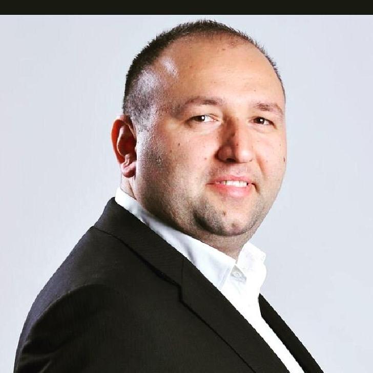 """Altfel de interviu cu RAUL PETRESCU (director adjunct al TCE Ploiesti). """" Raul Petrescu este un om perfect normal, cu calităţi şi defecte """""""