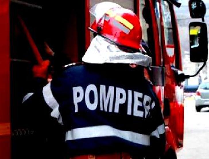 Câmpina. Un pompier aflat în timpul liber a stins un incendiu şi a salvat o femeie