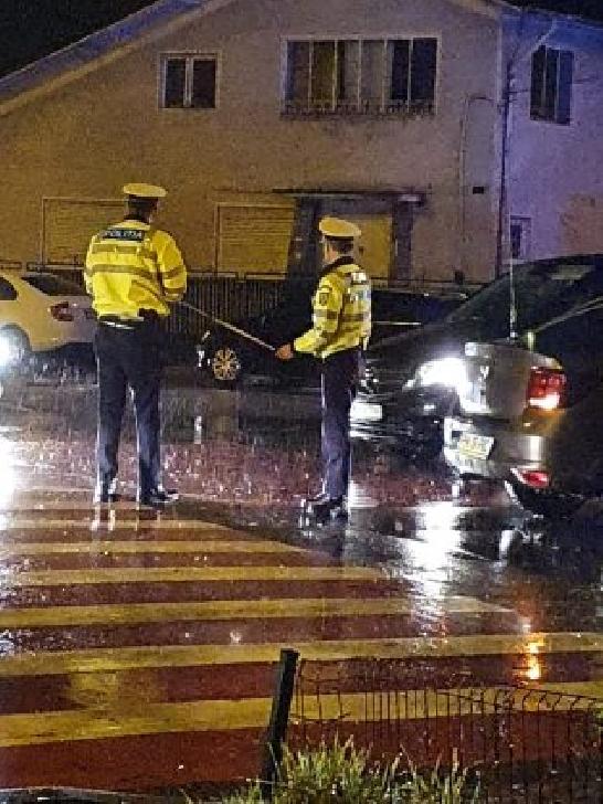 Accident rutier în cartierul Mihai Bravu. Un taximetrist a acroşat un pieton