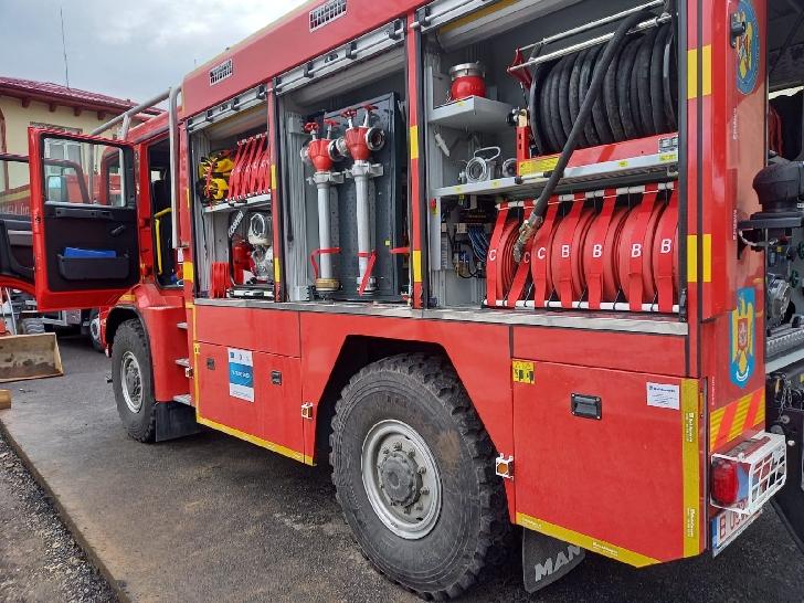 ISU Prahova a recepţionat o autospeciala pentru stingerea incendiilor de padure