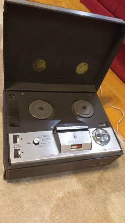 Vând magnetofon GRUNDING TK 125 de luxe, pe lampi