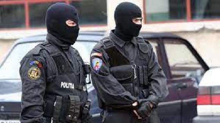 GRUPARE INFRACŢIONALĂ SPECIALIZATĂ ÎN TRAFIC DE DROGURI, DESTRUCTURATĂ DE POLITIŞTII PRAHOVENI