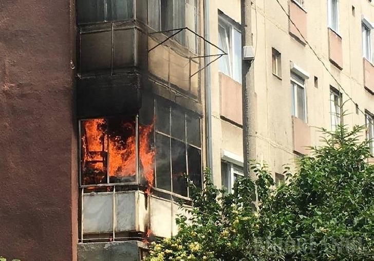 Incendiu în balconul unui bloc din Ploieşti. Au ars  materiale textile şi obiecte de mobilier