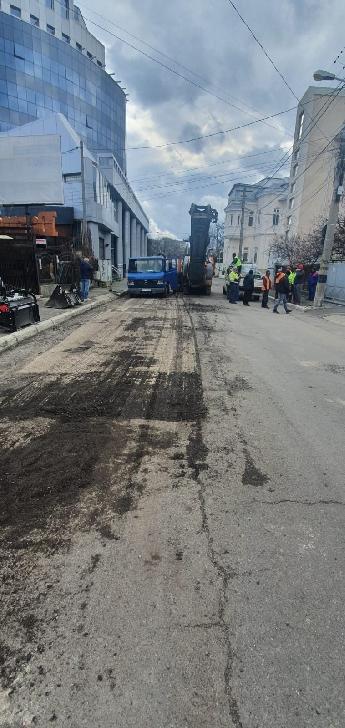 Primăria Municipiului Ploieşti a demarat lucrări de reparaţii/ întreţinere pe străzile Miciurin şi Mareşal Averescu