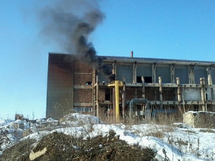 Incendiu la Eco Burn Brazi. Au ars mai multe substanţe expirate provenite dintr-un laborator