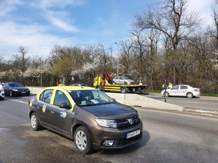 Accident rutier in Ploiesti , pe strada Strandului. Un autoturism s-a rasturnat pe plafon