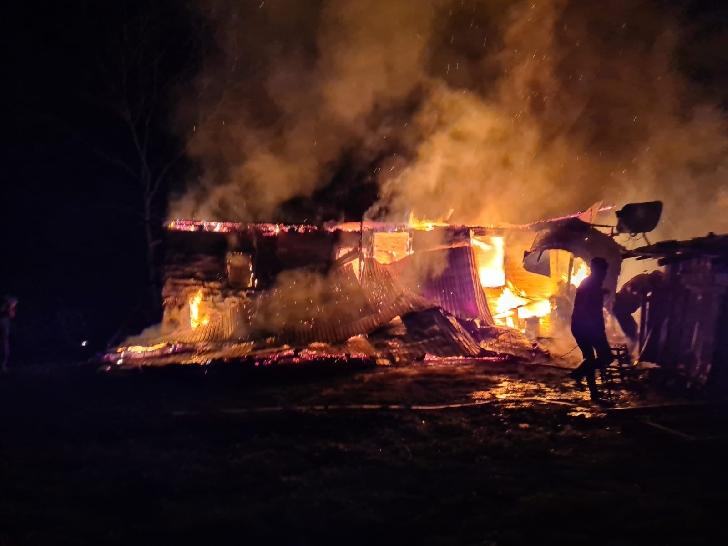 Buletin informativ ISU Prahova 9-12 aprilie 2021. Incendiu violent la o casă din Scorţeni. Foto şi video
