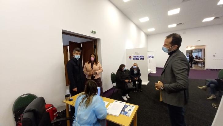 Prefectul judeţului Prahova, Cristian Ionescu, a vizitat astăzi, 14 aprilie, unul dintre centrele nou deschise din cadrul celei de-a III-a etape de imunizare