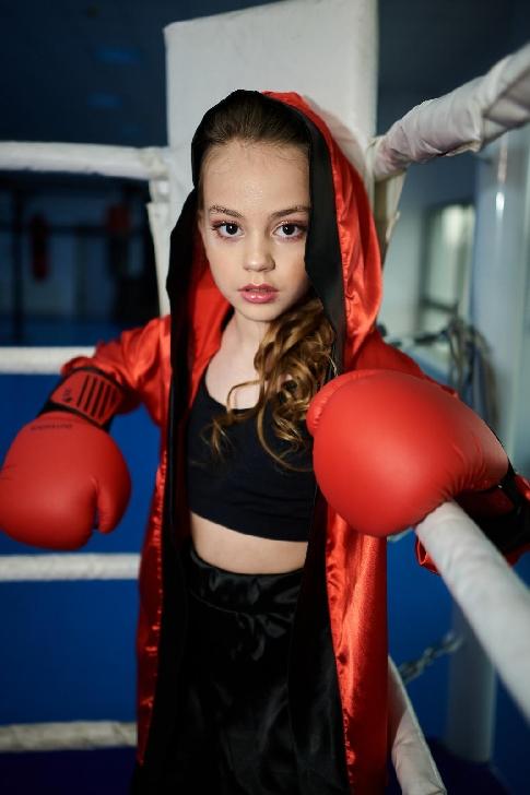 Roberta Popescu, la doar 8 ani şi-a lansat prima melodie şi primul videoclip. Ascultă piesa KO AICI