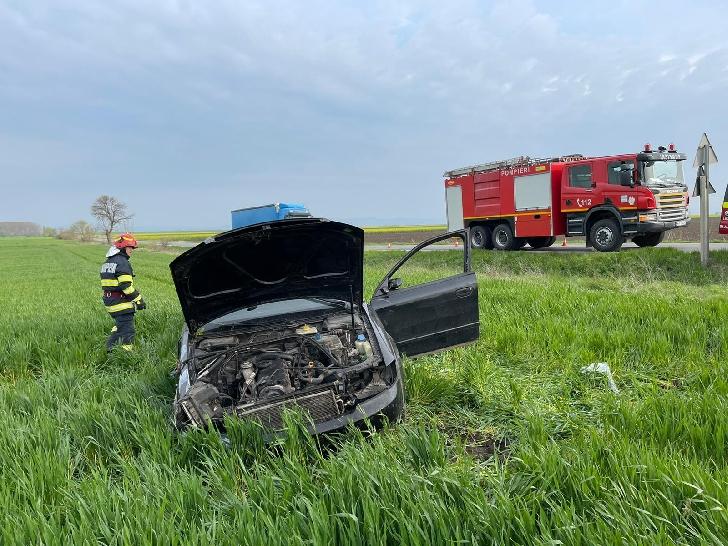 Accident mortal la Drăgăneşti. Un bărbat a decedat după ce a intrat într-un copac (foto-video)
