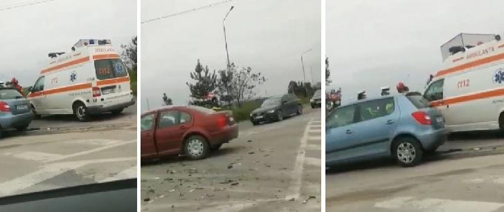 Accident rutier la Floreşti. Două autoturisme au intrat în coliziune. Doi adulţi şi trei copii au ajuns la spital