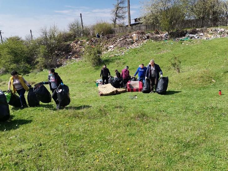 Sâmbăta, Primăria oraşului Boldeşti Scăieni a organizat o acţiune de voluntariat pentru strângerea gunoaielor în zona fostei staţii de pompieri din cartierul Seciu