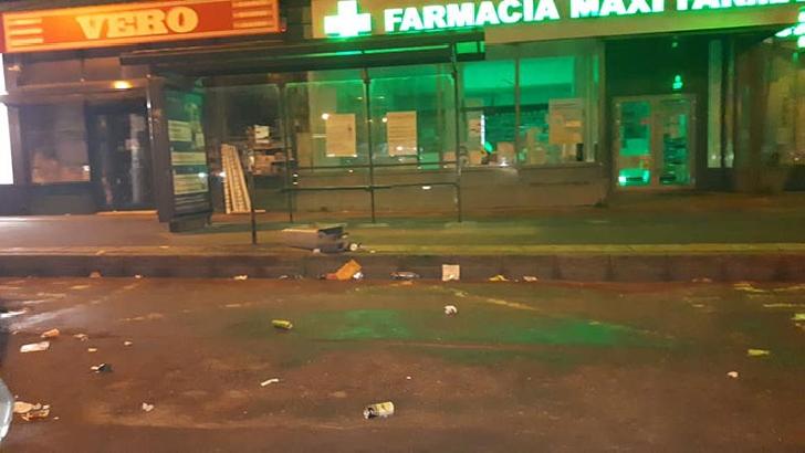 Acte de vandalism in Ploiesti. Au fost distruse cosuri de gunoi si obiecte de mobilier stradal
