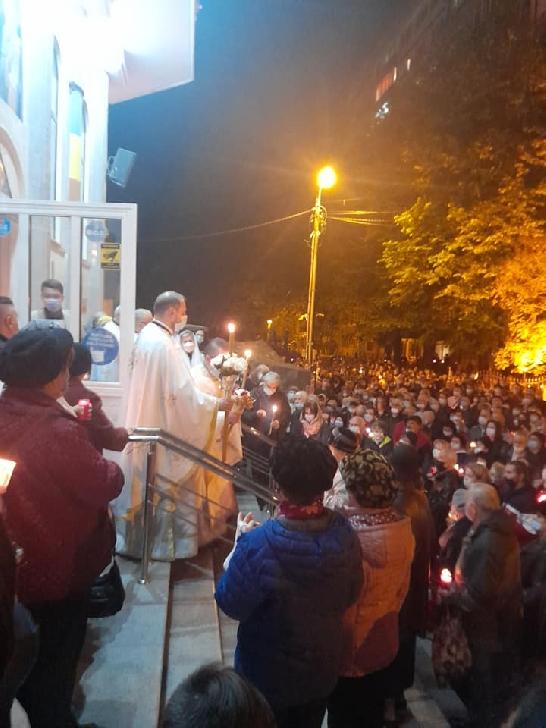 """Hristos a Înviat. Cum a fost Slujba de Înviere la Catedrala"""" Înălţarea Domnului-Eroilor"""" Ploieşti (foto-video)"""
