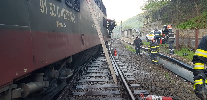 Incendiu la o locomotivă în gara Sinaia. (foto-video)