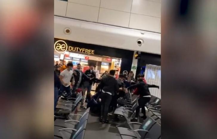 17 români arestaţi şi 3 în stare gravă la spital în urma unei bătăi generale în Aeroportul Luton (video)