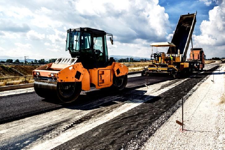 Consiliul Judeţean Prahova anunţă lansarea licitaţiei în valoare de 294 milioane de lei pentru întreţinerea şi reparaţia a peste 1000 kilometri de drumuri judeţene