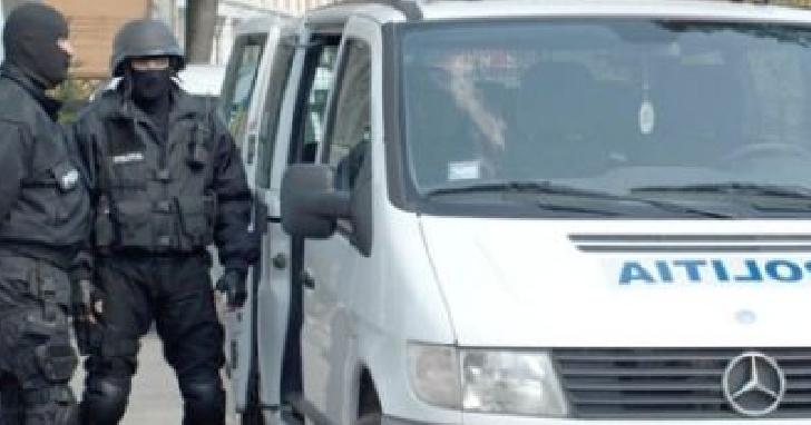 Poliţiştii prahoveni au efectuat percheziţii la persoane bănuite de furt