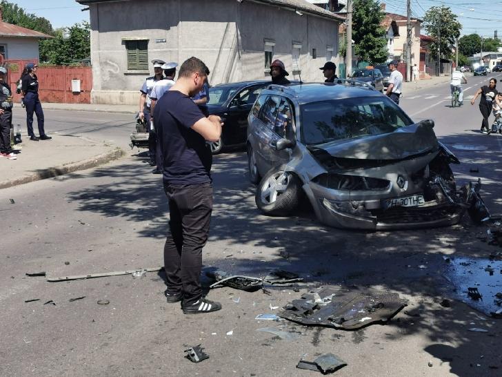 Accident rutier pe strada Gageni din Ploiesti. Un copil a fost transportat la spital